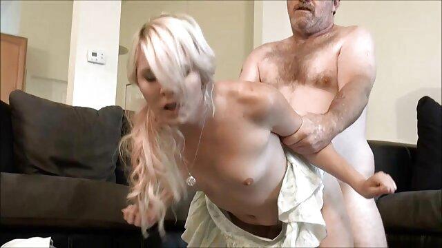 Ręka porno malolaty za darmo głaszcze palce