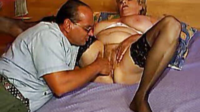 matka, córka, przyjaciółka, a amatorskie filmiki erotyczne potem weszła do domu.