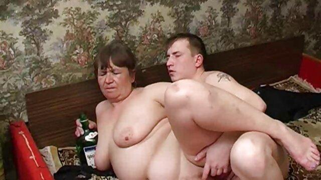 Dwa brązowe erotyczne darmowe przyciągają mężczyznę