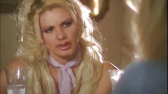 Zobaczyć kaczki przez ściany najnowsze filmiki erotyczne białego człowieka, prostytutkę